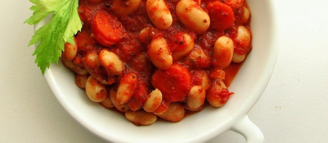 fasola w sosie pomidorowym gotowa
