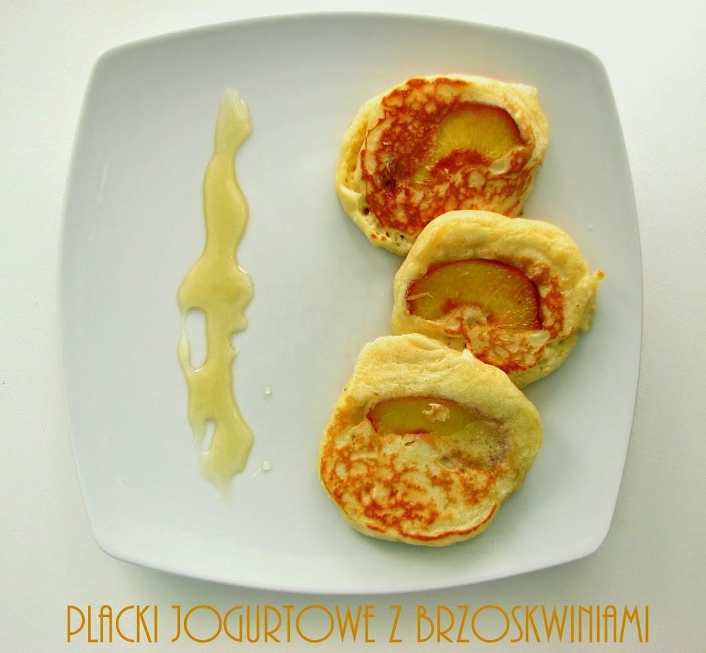 placki-2Bjogurtowe-2Bz-2Bbrzoskwiniami