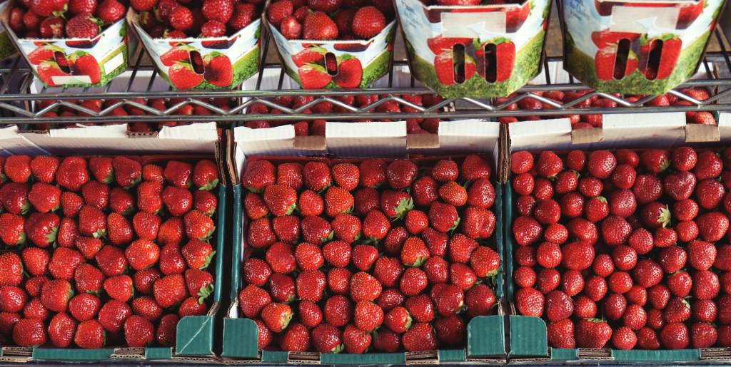 2014_09_10-Life-of-Pix-free-stock-photos-strawberry-market-fruit