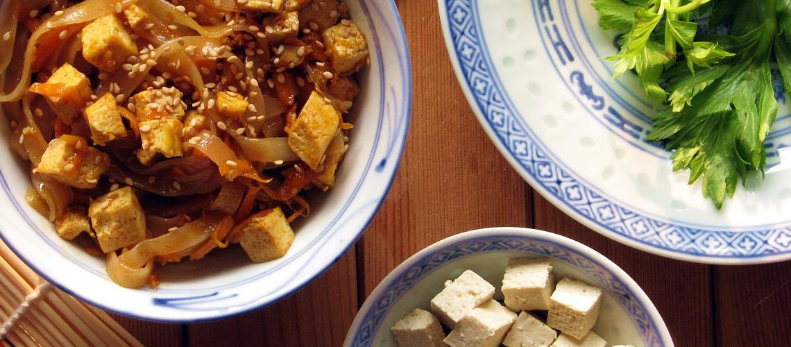 Smazony Makaron Z Marchewka Tofu I Selerem Naciowym