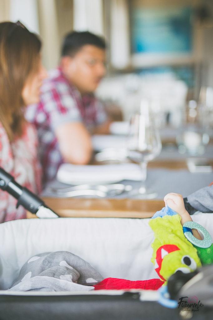 Zbliżenie na rączkę dziecka